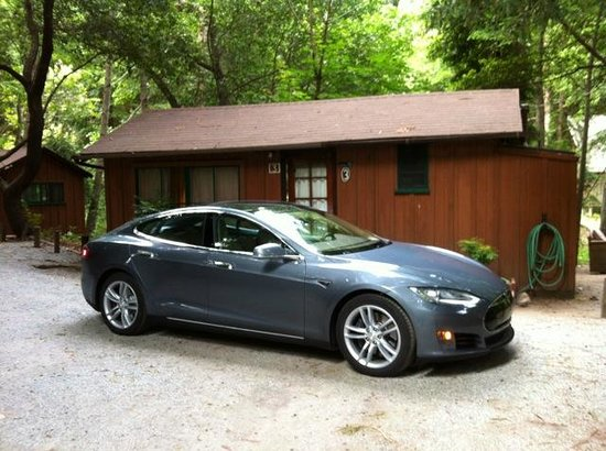 Ripplewood Resort: Charging the Tesla at cabin #3