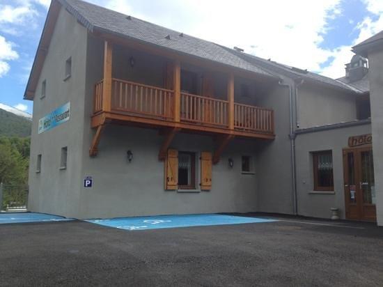 Auberge des Pyrenees: parking accessibilité