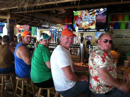 Nalu Hawaiian Surf Bar & Grille : Break from the beach- stayed the day!!