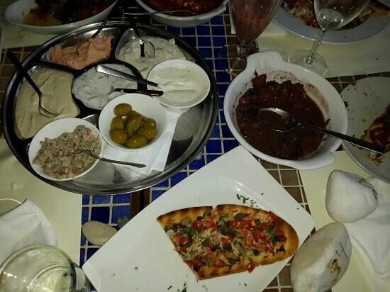 Karousos Beach Restaurant: мезе часть блюд