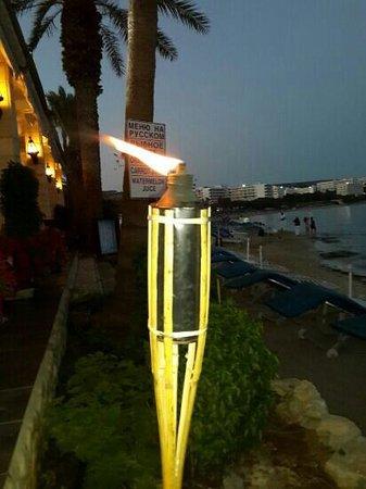 Karousos Beach Restaurant: очень красивое место