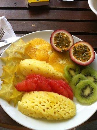 LUX* Grand Gaube: Colazione in camera .. frutta freschissima!