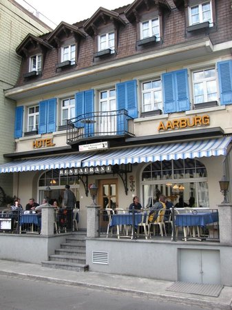 Restaurant Aarburg: Front of restaurant/hotel, river behind me