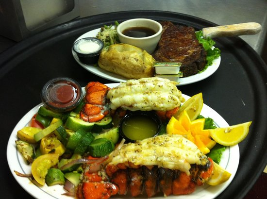 Oceana's Bistro: King cut prime rib and delicious lobster dinner