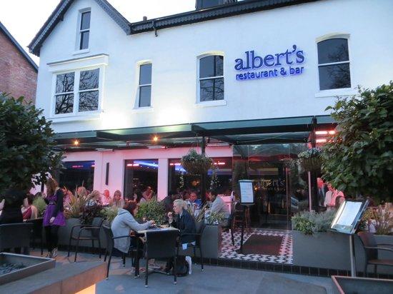 Albert's Restaurant & Bar: View from the sidewalk