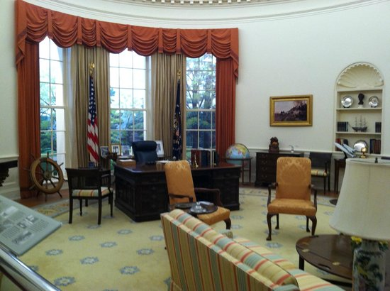 Gerald R. Ford Museum: President Ford's Oval Office