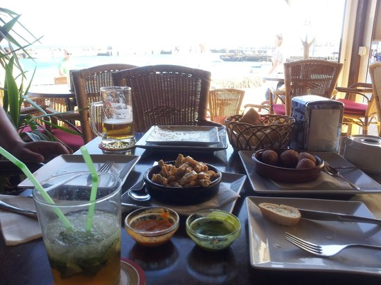 La Katedral : chicken in beer plus canarian potatoes with mojo sauces