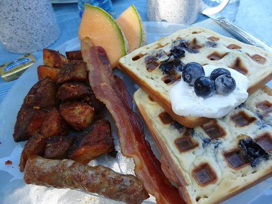 Green Mountain Inn: Lemon Blueberry Waffle Breakfast - So good!