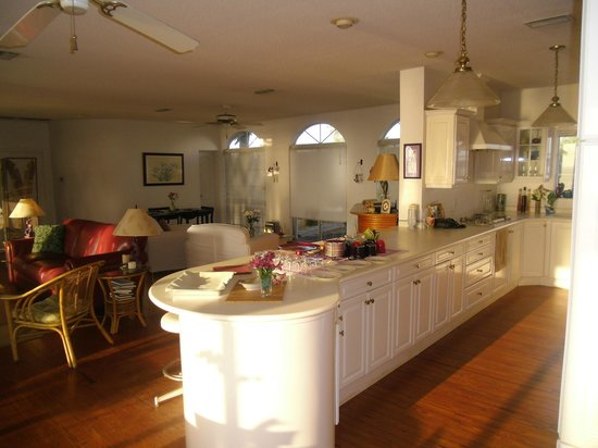 The White Orchid Inn and Spa: Kitchen area before breakfast begins.