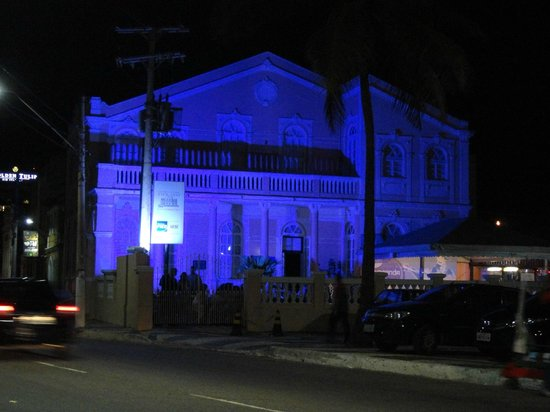 Hotel Catharina Paraguacu: Buena Ubicacion