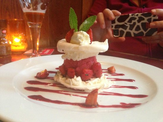 De Reiger: Strawberry dessert