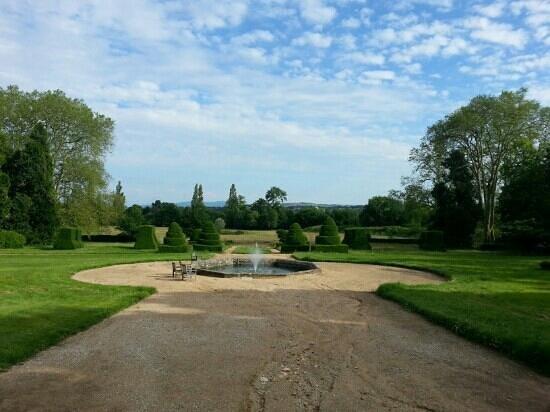 Chateau de Longsard : the garden of the chateau