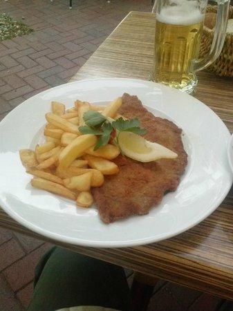 Cafe-Hotel Konig: Fries n Weiner Schnitzel