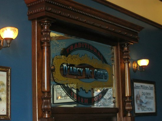D'arcy McGee's Irish Pub : Great ambiance in the main dining room.