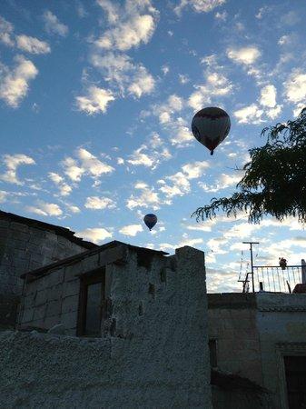 Caravanserai Cave Hotel : Balloons!