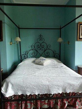 Chateau de Longsard : room