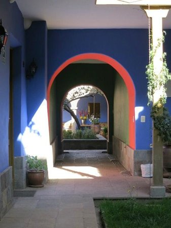 Tambo del Arriero Hotel Boutique: Looking into the courtyard
