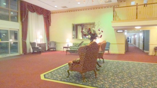 Ramada Morgantown Hotel and Conference Center: Entrance