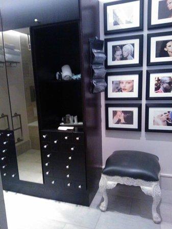Le Monde Hotel Edinburgh: Bathroom!