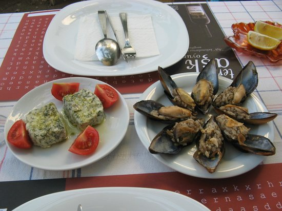 Lal Girit Mutfagi : Fresh cheese and stuffed mussels