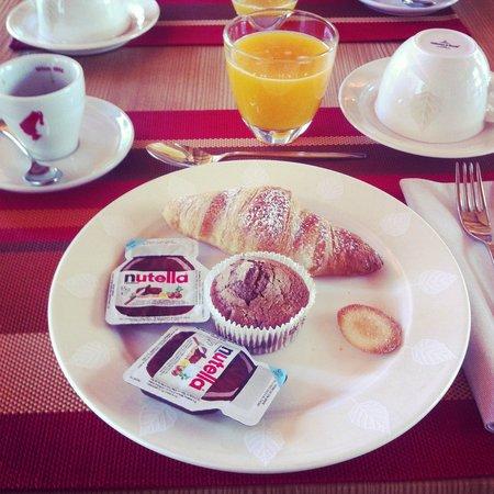 Alpen Hotel Chalet: una parte della colazione