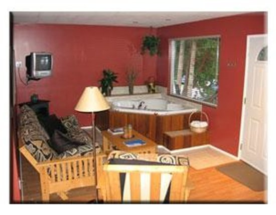 Seascape Waterfront Resort: Deluxe Cabin Interior