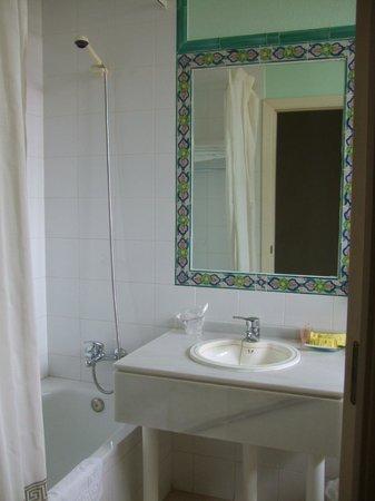 AACR Monteolivos: Baño