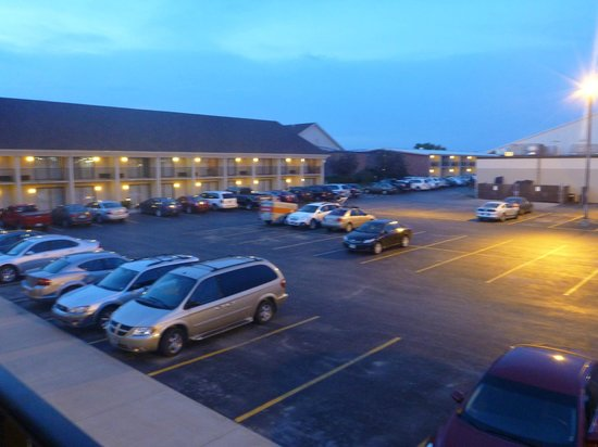 Best Western Ramkota Hotel: View from room- about half the sprawling property