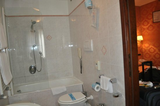 Hotel Lux : Baño
