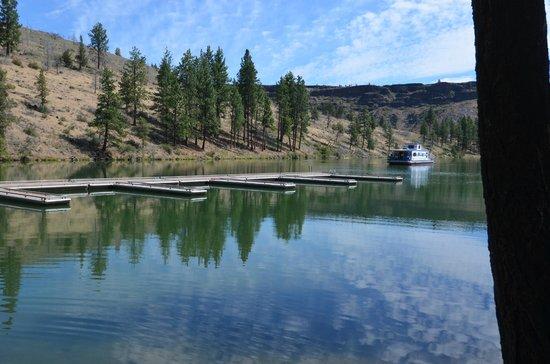 Lake Billy Chinook : Peaceful Morning