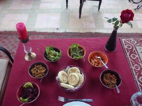 Riad Ilayka: table setting
