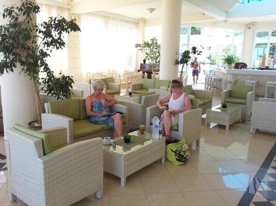 Kastalia Village & Saint Nikolas Hotel: Lounge/bar