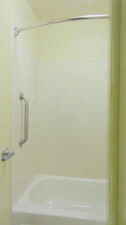 Red Roof PLUS+ Columbus-The Ohio State University: Handles for Bath room
