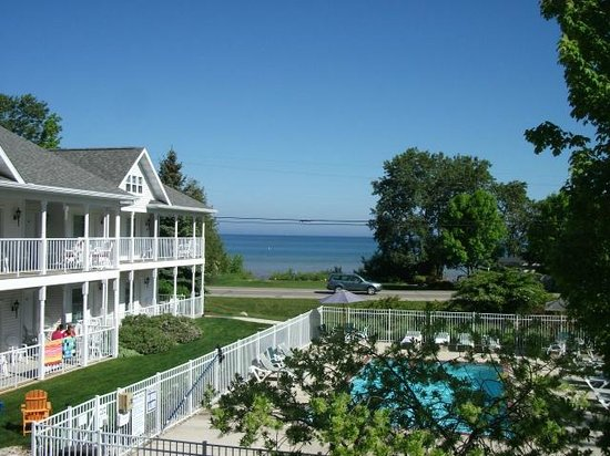 Bay Breeze Resort : Just a beautiful view of Lake Michigan from our deck!