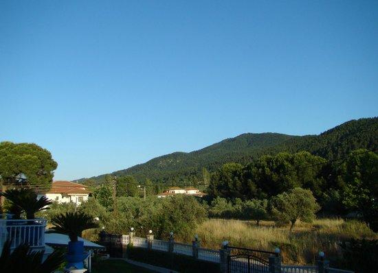 Hotel Diaporos: Вид из отеля на горы