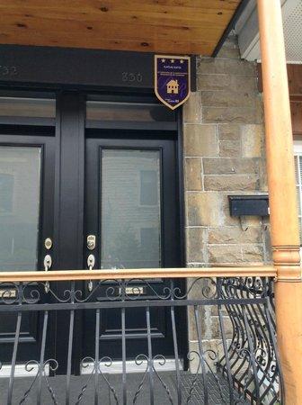 Plateau Suites Montreal: The entrance
