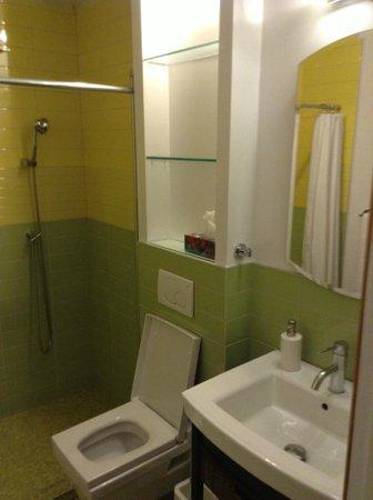 Plateau Suites Montreal: Bathroom
