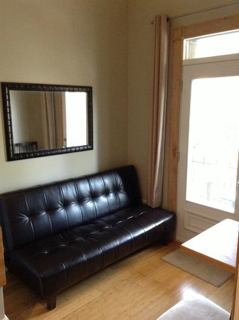 Plateau Suites Montreal : Sofa