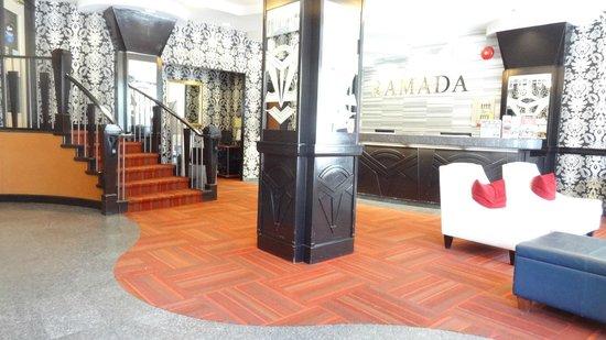 Ramada Vancouver Downtown: Launge