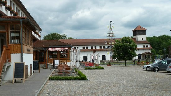 Schloss Diedersdorf: Der Marktplatz im Schloss