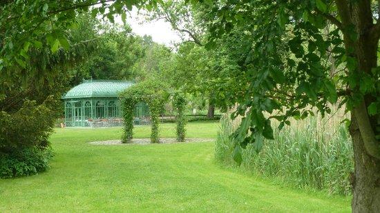 Schloss Diedersdorf : Pavillion fuer ganz private Treffen