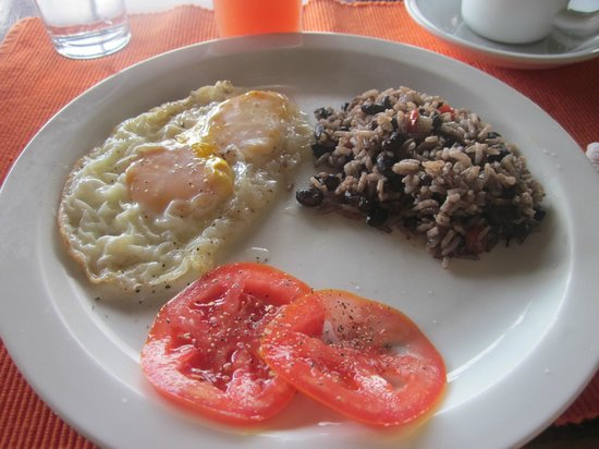 La Anita Rainforest Ranch : Breakfast - eggs, tomato, gallo pinto