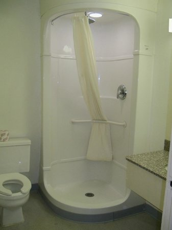 Americas Best Value Inn - Lake City : Bathroom