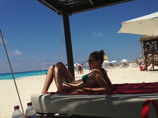 Sandos Cancun Luxury Resort: at the beach