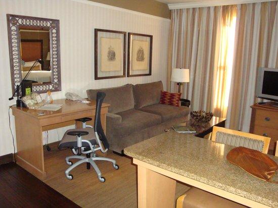 Gainey Suites Hotel: living area