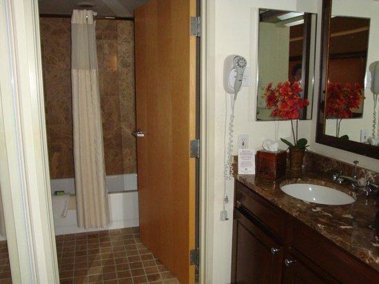 Gainey Suites Hotel: bath
