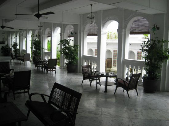 Museum Hotel : hotel courtyard and veranda