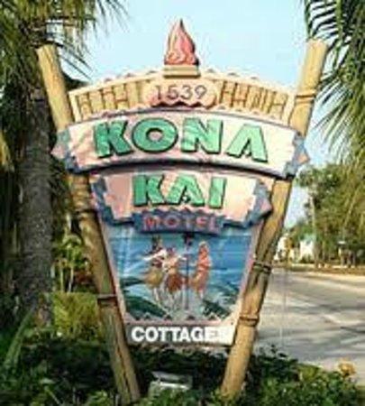 """Kona Kai Motel: The Sign that you're """"HOME"""""""