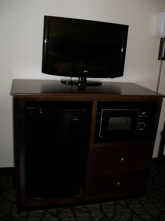 Hampton Inn Cincinnati Northwest Fairfield: Flat-screen tv, fridge, microwave