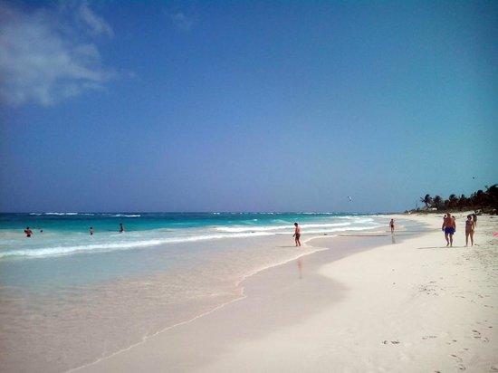 Catalonia Royal Tulum: Long deserted beach